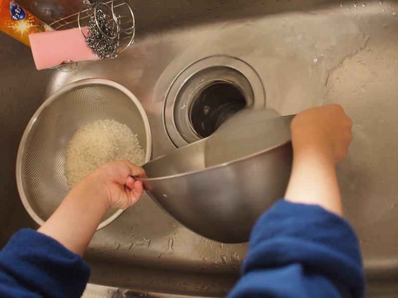 水を捨てる