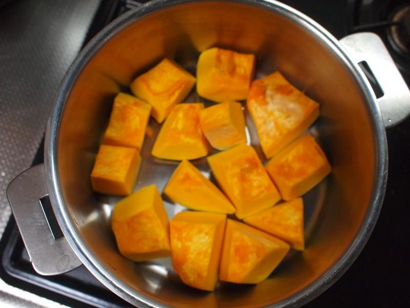 かぼちゃを並べる